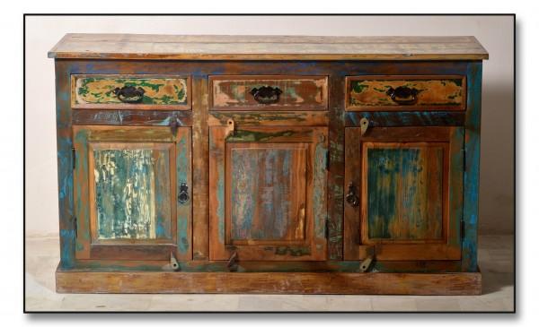 Sideboard Altholz mit starken Gebrauchsspuren lackiert